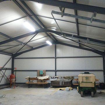 Charpente métallique panneaux toiture sectionnelle isolés