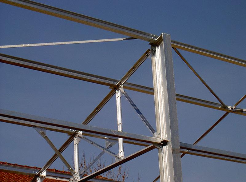 Charpente métallique avec treillis galvanisé