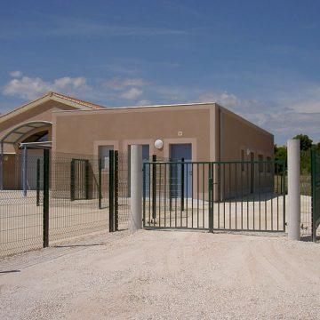 Clôture école avec grilles panneaux rigides et portail d'accès