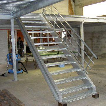 Escalier métallique et plancher bac collaborant galvanisé