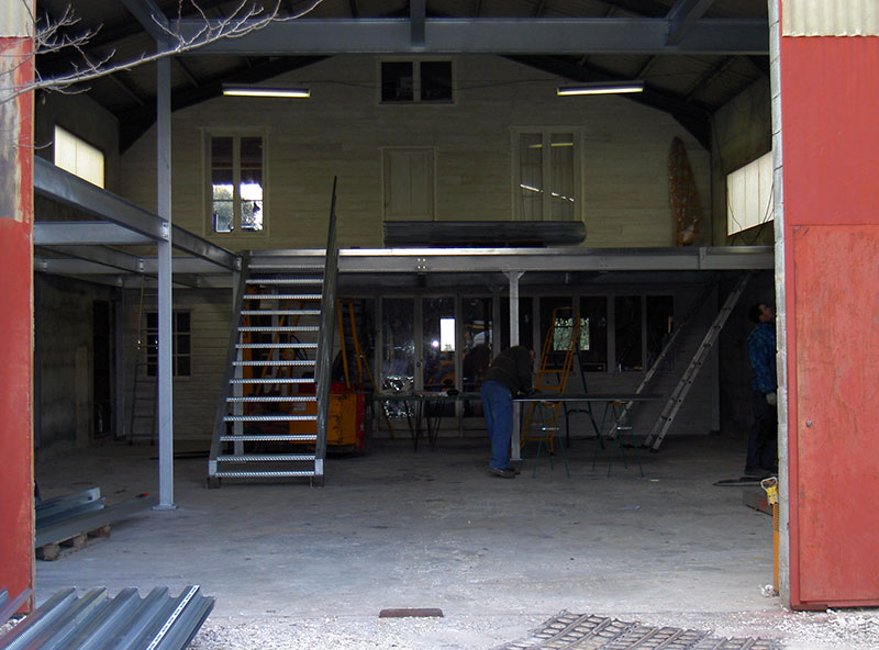 Escalier métallique et plancher industriel
