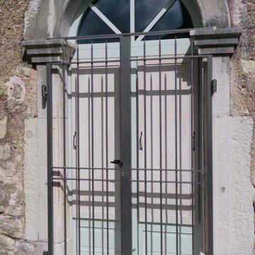 Grille de protection porte d'entrée cintrée