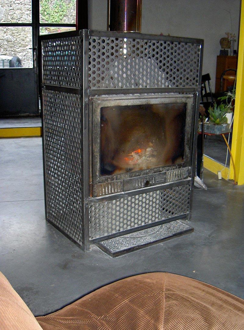 Habillage tôle perforée de cheminée