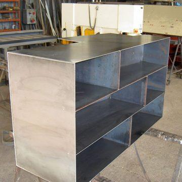 Meuble étagère métal verni