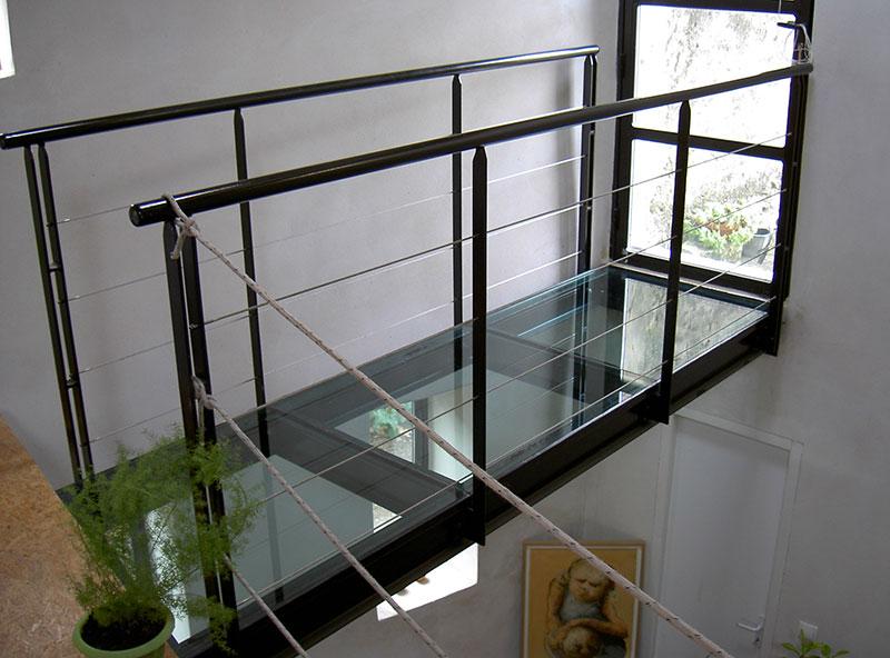 passerelle vitrée avec garde corps cable inox