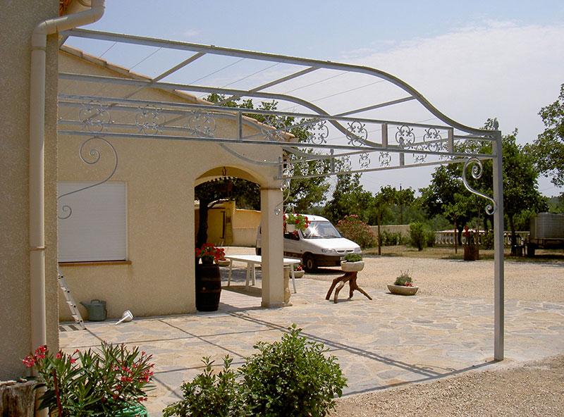 Pergolas terrasse frises volutes galvanisées