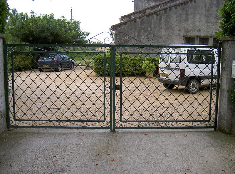Portail 2 vantaux grille Bourguignon