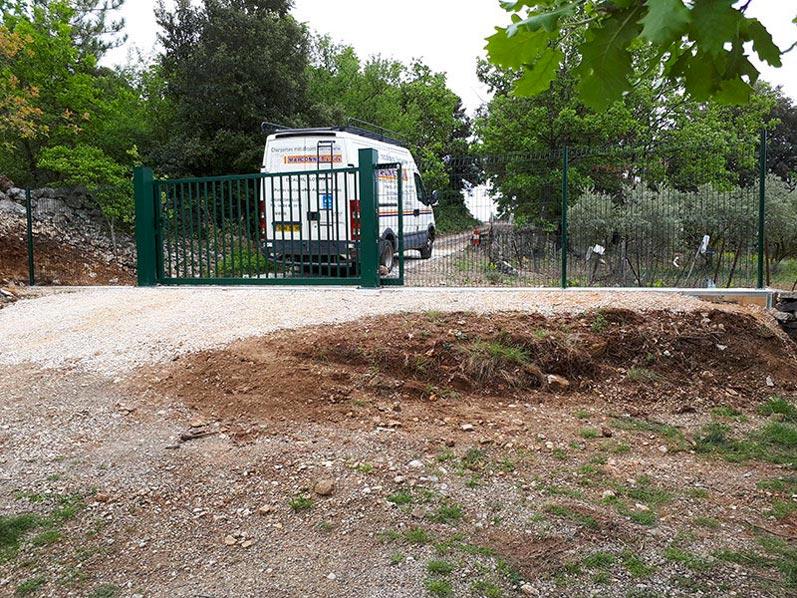 Portail coulissant barreaux pour propriété