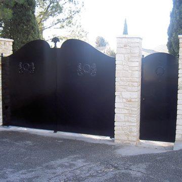 Portail plein 2 battant moteur enterré Villeneuve lès Avignon