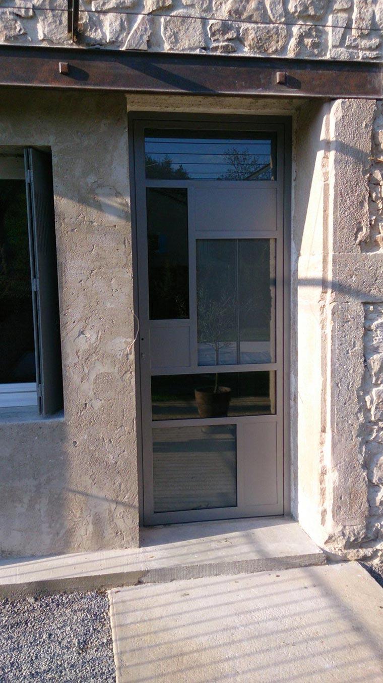 Porte d'entrée thermolaquée avec vitrage securite ferronnier