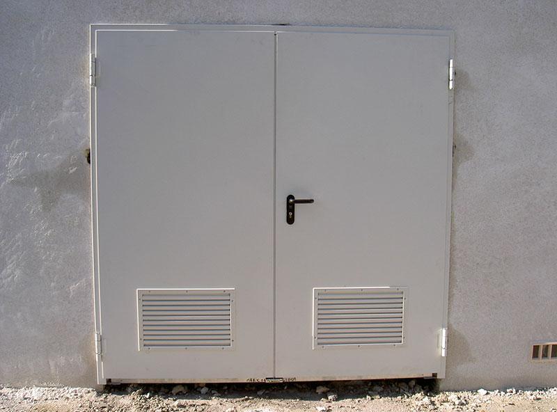 Porte double service avec grille de ventilation