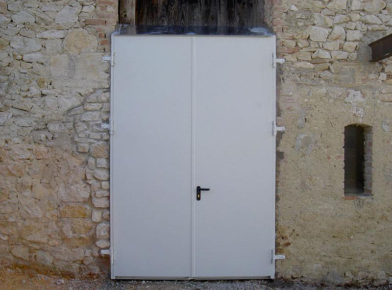 Porte de garage en métal plein 2 vantaux