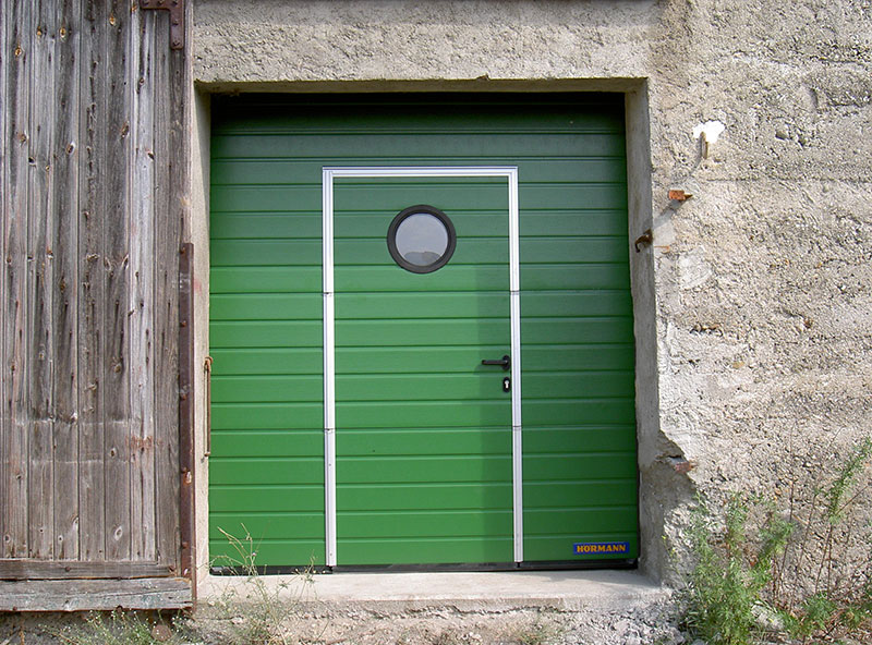 Porte sectionnelle hublot et portillon