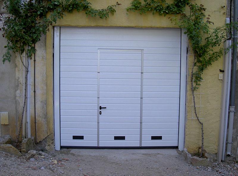 Porte sectionnelle grille d'aération et portillon