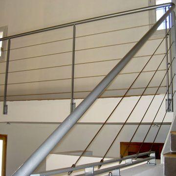 Rampe escalier coursive intérieure cables inox