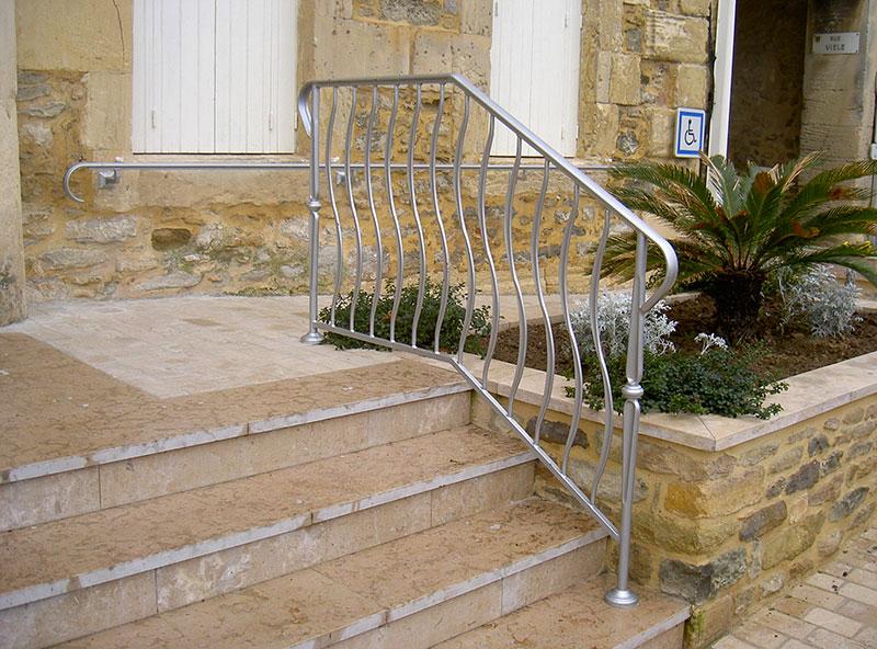 Rampe ferronnier main courante mairie