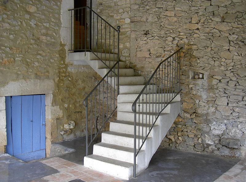 Rampe métallique d'escalier extérieur