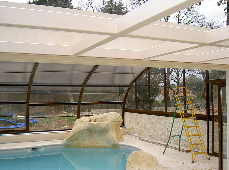 Structure métallique puit de lumière pour piscine intérieure