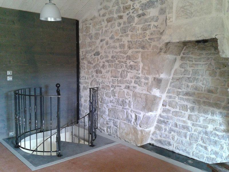 Arrivée d'escalier colimaçon restauré en fonte