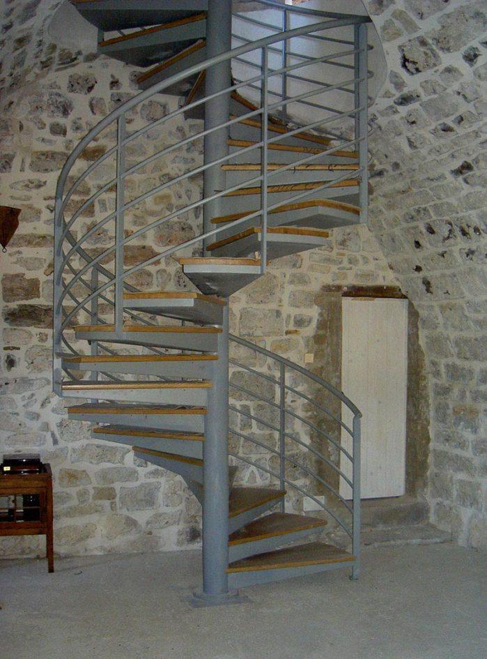 Escalier hélicoïdal marche en bois - Marconnet