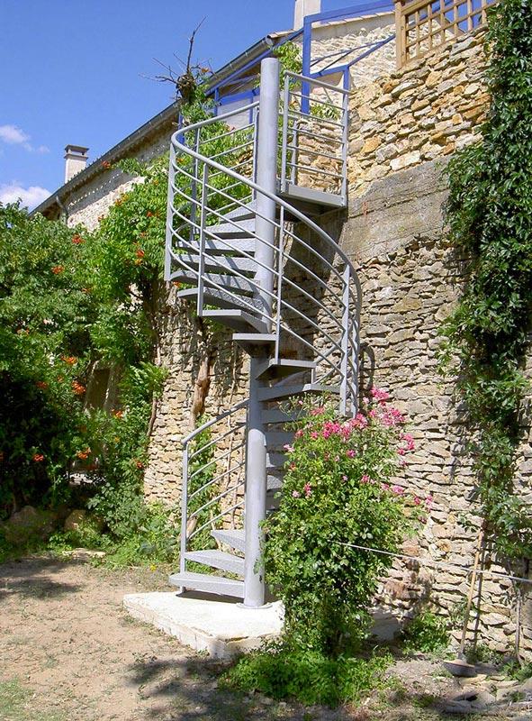 Escalier hélicoïdal tole larmée palier arrivée