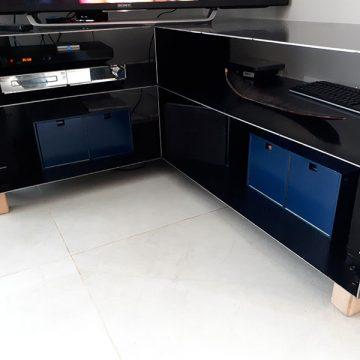 Meuble tv métal vernis