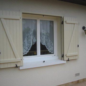 Volet battant alu fenêtre précadré