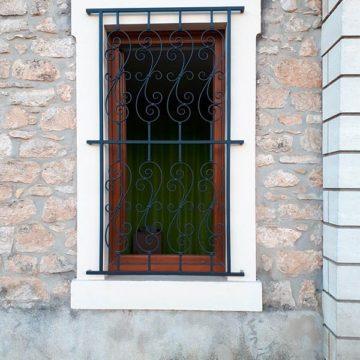 Grille fenêtre maison thermolaqué