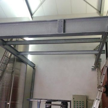 Plancher métal support préssoir cave viticole