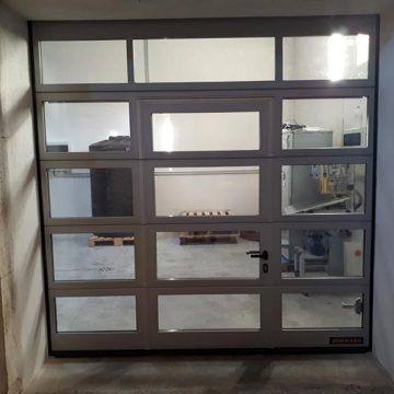 Porte sectionnelle vitrée caveau
