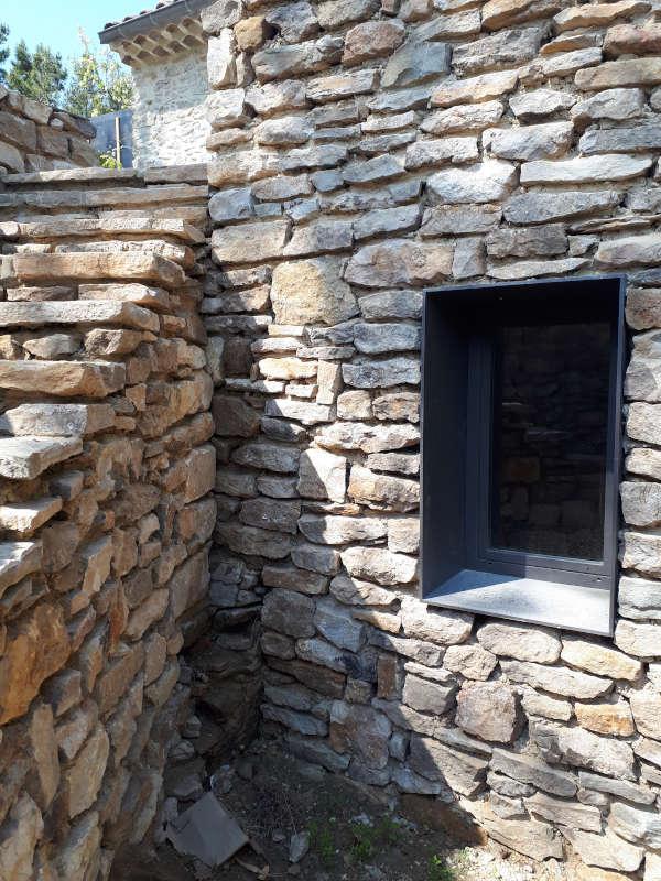 Encadrement de fenêtre en ferronnerie métal
