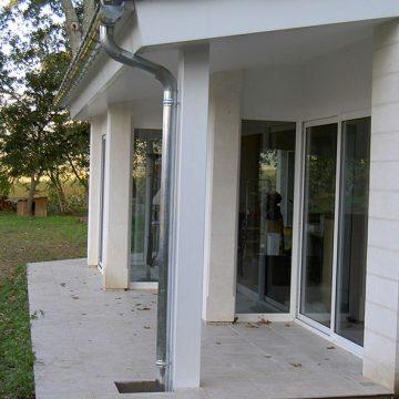 Gouttière zinc bandeau métallique et porte-fenêtre métal