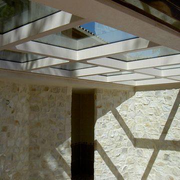 Plancher métallique vitré piscine intérieure