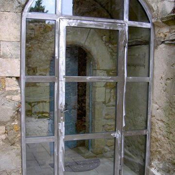 Porte d'entrée vitrée anti effraction ferronnerie métal brut