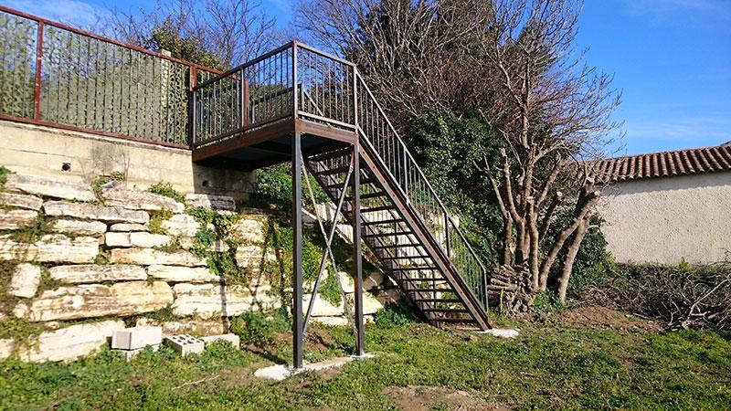 Escalier droit palier marche caillebotis