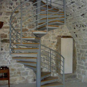 Escalier hélicoïdal marche en bois