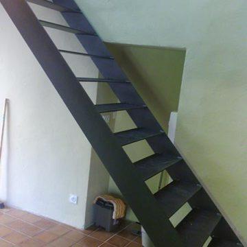 Escalier droit plat thermolaqué