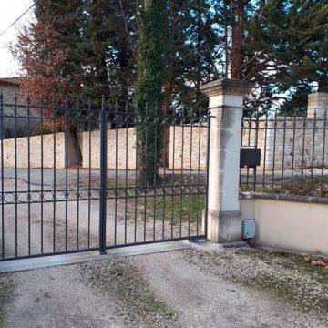 Portail fer forgé automatisé Gard